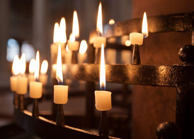 Fünf iranische Christen sind nach Informationen des christlichen Hilfswerkes Open Doors derzeit im Iran angeklagt, die nationale Sicherheit gefährdet zu haben. Alle sind ehemalige Muslime, die durch ihren Glaubenswechsel nach iranischem Recht eine Straftat begangen haben. Sie stehen in Gefahr, zu langjährigen Haftstrafen verurteilt zu werden.